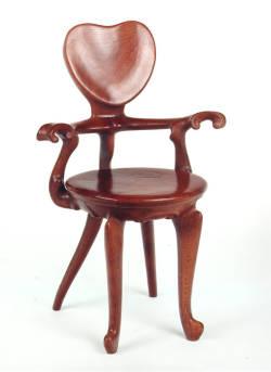 Grandes sillas de la historia for Gaudi muebles